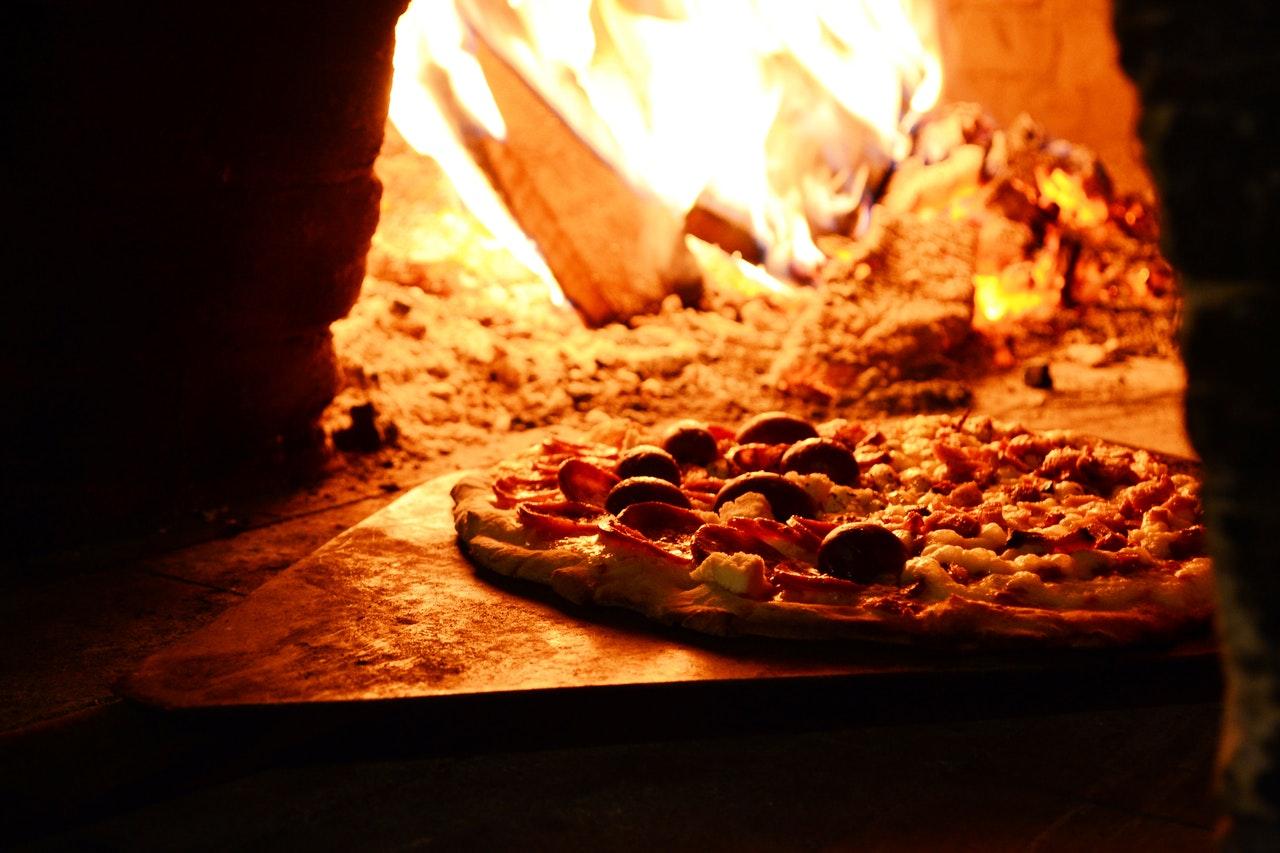 Pece na pizzu. Příprava této pochoutky. post thumbnail image